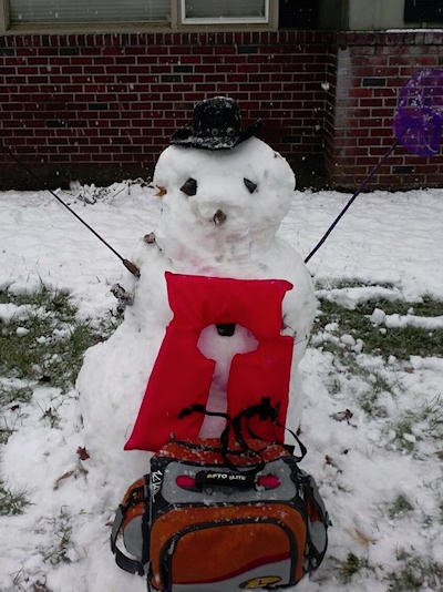 This snowman wants spring!