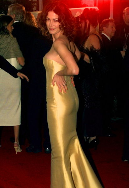 Actress Kim Delaney of &#34;NYPD Blue&#34; arrives for the 56th annual Golden Globes Awards in Beverly Hills, Calif., Sunday, Jan. 24, 1999.  <span class=meta>(AP Photo&#47;Mark J. Terrill)</span>