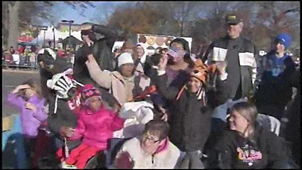 Fans flock to Phila. Thanksgiving parade