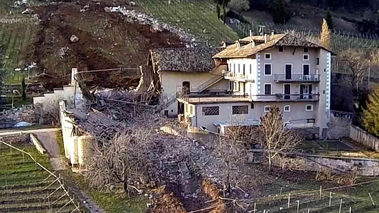 Boulder obliterates Italian barn in landslide <span class=meta>(AP Photo&#47;Markus Hell, Tareom.com, ho)</span>