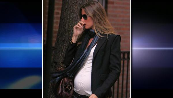 Gisele Bundchen is seen walking in the west villaget in New York, Monday October 26, 2009. (AP Photo/Donald Traill)