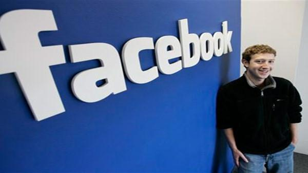 Facebook.coms mastermind, Mark Zuckerberg smiles at his office in Palo Alto, Calif. (AP Photo/Paul Sakuma)