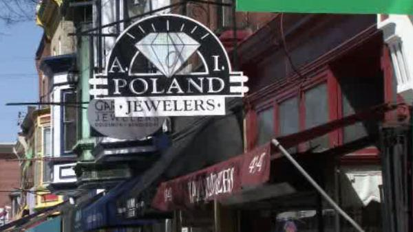 Workers tied up in Manayunk jewelry store robbery
