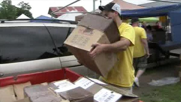 Feds raid flea market for fake cosmetics