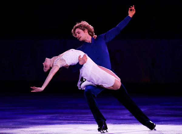 Meryl Davis and Charlie White of the United States perform during the figure skating exhibition gala at the Iceberg Skating Palace during the 2014 Winter Olympics, Saturday, Feb. 22, 2014, in Sochi, Russia. &#40;AP Photo&#47;Bernat Armangue&#41;        <span class=meta>(Rumor: Puredwts.com&#47;People.com)</span>
