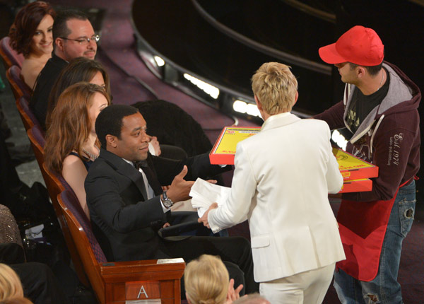 Ellen DeGeneres passes out pizza in the audience during the Oscars at the Dolby Theatre on Sunday, March 2, 2014, in Los Angeles. (Photo by John Shearer/Invision/AP)