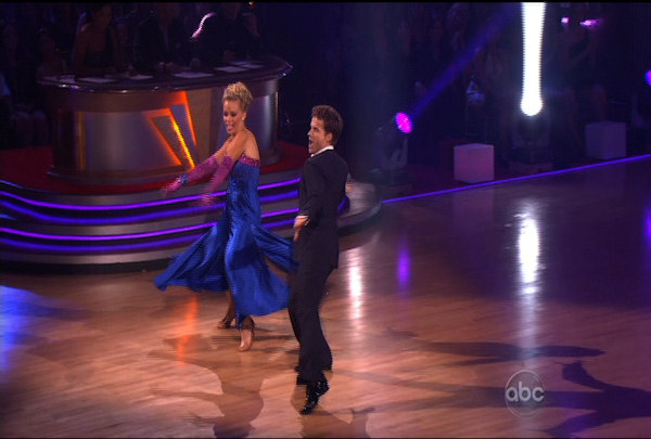 "<div class=""meta image-caption""><div class=""origin-logo origin-image ""><span></span></div><span class=""caption-text"">Kendra Wilkinson & Louis van Amstel danced the Quickstep during Week 2 of Season 12 of Dancing with the Stars. They received a score of 19. </span></div>"