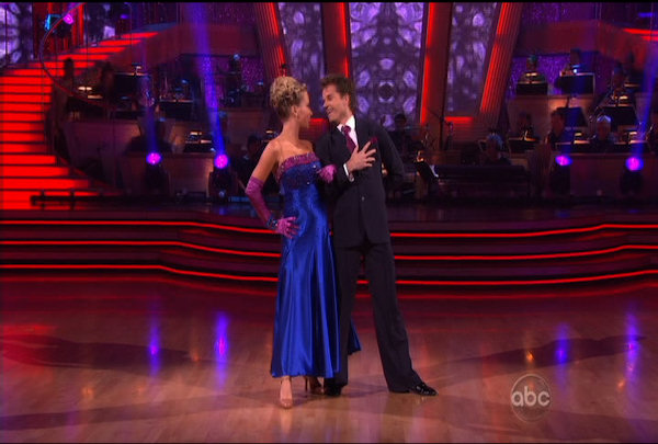 "<div class=""meta ""><span class=""caption-text "">Kendra Wilkinson & Louis van Amstel danced the Quickstep during Week 2 of Season 12 of Dancing with the Stars. They received a score of 19. </span></div>"