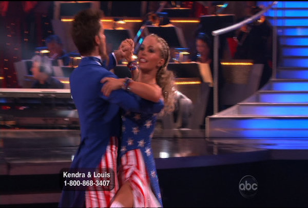 Kendra Wilkinson & Louis van Amstel danced the Foxtrot during Week 5 of the Dancing wih the Stars Season 12. They received a score of 22.