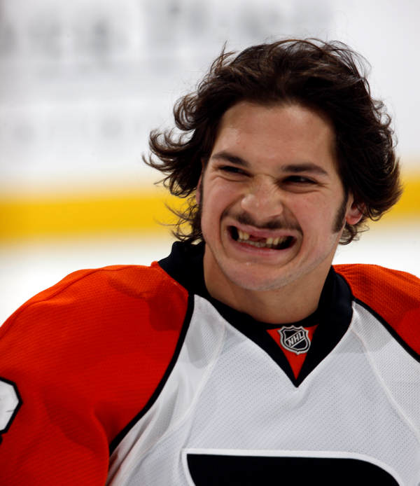 "<div class=""meta ""><span class=""caption-text "">Philadelphia Flyers left winger left winger Dan Carcillo  warms up before facing the Colorado Avalanche in the first period of an NHL hockey game in Denver on Monday, Nov. 23, 2009.  (AP Photo/David Zalubowski)</span></div>"