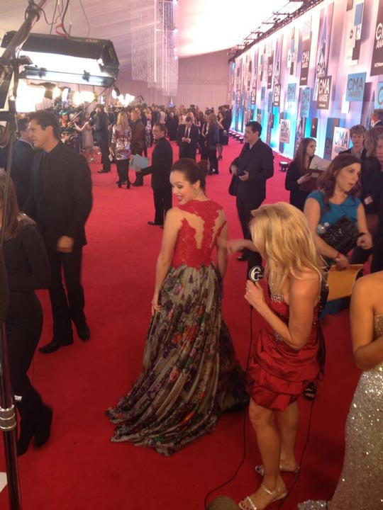 Look at Hayley Orrantia&#39;s gown! From ABC&#39;s #TheGoldbergs! #6abccma  <span class=meta>(@karenrogers6abc)</span>