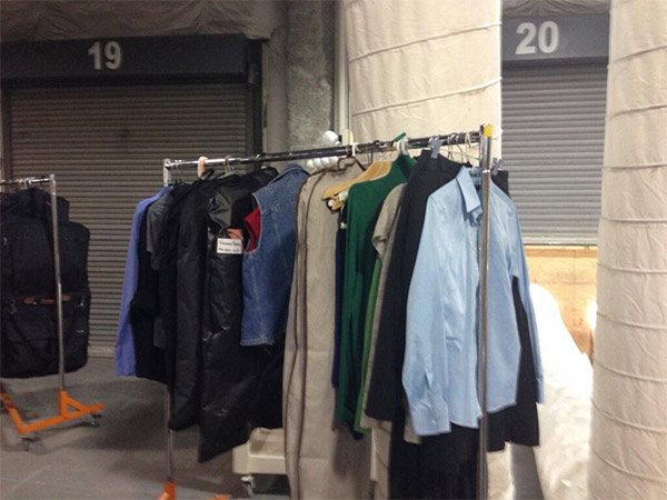 "<div class=""meta image-caption""><div class=""origin-logo origin-image ""><span></span></div><span class=""caption-text"">Here's a wardrobe rack for extras of Nashville. #6abccma (@karenrogers6abc)</span></div>"
