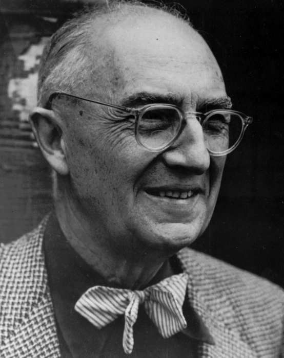 """<div class=""""meta image-caption""""><div class=""""origin-logo origin-image """"><span></span></div><span class=""""caption-text"""">William Carlos Williams, distinguished American poet, who received the Gold Medal for Poetry of the National Institute of Arts and Letters, posthumously in 1963. (Photo/AP Photo)</span></div>"""