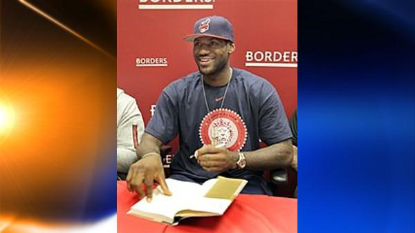 NBA star LeBron James smiles at a fan as he signs a copy of his new book Shooting Stars at a Borders bookstore in Westlake, Ohio on Friday, Sept. 18, 2009. In the book, co-authored with Buzz Bissinger, James tells the story of his rise from Akron, Ohio, hoops prodigy to NBA superstar. (AP Photo/Amy Sancetta)  (AP)