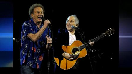 Paul Simon, right, and Art Garfunkel perform at the 25th Anniversary Rock and Roll Hall of Fame concert at Madison Square Garden,Thursday, Oct. 29, 2009 in New York. (AP Photo/Henny Ray Abrams)