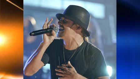 Kid Rock performs during his VH1 Storytellers concert in Nashville, Tennessee on October18, 2008. (Ed Rode/AP Images for Vh1)