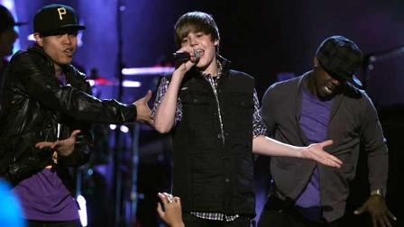 Teen sensation Justin Bieber lost his 3 nominations to Michael Buble and Drake at Canadas music awards.