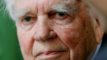 **FILE**CBS 60 Minutes commentator Andy Rooney is shown Sept. 20 , 2005, in New York. Rooney said on Tuesday, Dec. 5, 2006, that a racist commentary falsely attributed to him is circulating over the Internet and through e-mails. The 60 Minutes essayist wants anyone who might have seen it to know he had nothing to do with it. (AP Photo/Bebeto Matthews)