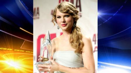 Taylor Swift poses backstage with the award for entertainer of the year at the 45th Annual CMA Awards in Nashville, Tenn., on Wednesday, Nov. 9, 2011. (AP Photo/Evan Agostini)