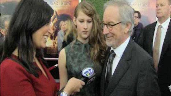 Alicia speaks with Spielberg on red carpet