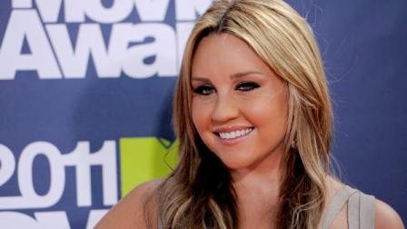FILE - In this Sept. 13, 2009 file photo, Amanda Bynes arrives at the MTV Video Music Awards in New York. Bynes was arrested early Friday, April 6, 2012, on suspicion of drunken driving after allegedly hitting a sheriffs patrol car. (AP Photo/Peter Kramer, file)