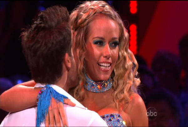 "<div class=""meta ""><span class=""caption-text "">Kendra Wilkinson & Louis van Amstel danced the Cha-Cha-Cha during Week 1 of Season 12 of Dancing with the Stars. They received a score of 18.</span></div>"