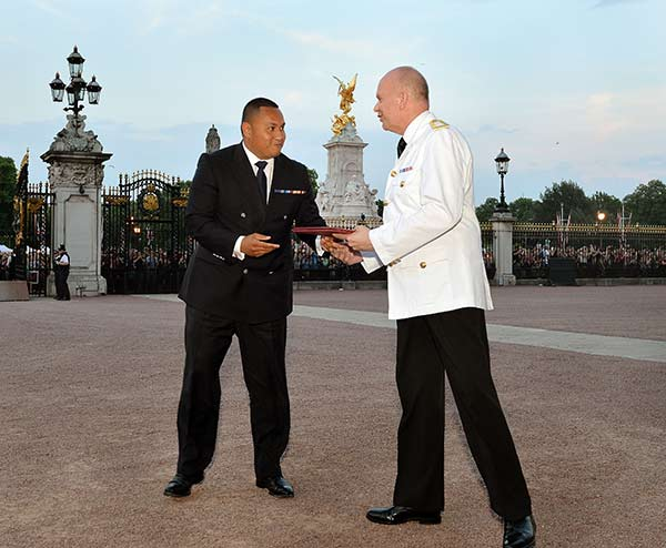 "<div class=""meta image-caption""><div class=""origin-logo origin-image ""><span></span></div><span class=""caption-text"">The Queen's senior Page Philip Rhodes, right, is given the official notification in the forecourt of Buckingham Palace, to announce the birth of a baby boy at 4.24pm to the Duke and Duchess of Cambridge at St Mary's Hospital in west London, Monday July 22, 2013. The notification was then set up on an easel facing the gates for public view. The child is now third in line to the British throne. (AP Photo/John Stillwell, Pool)   </span></div>"