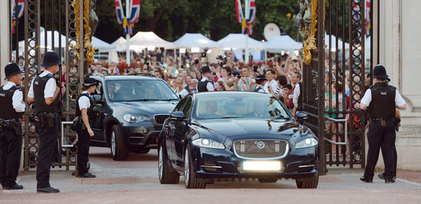 A Jaguar car is driven into the Forecourt of Buckingham Palace bringing the news to announce the birth of a baby boy, at 4.24pm to the Duke and Duchess of Cambridge at St Mary's Hospital in west London, Monday July 22, 2013. The notification was then set up on an easel facing the gates for public view. The child is now third in line to the British throne. (AP Photo/John Stillwell, Pool)