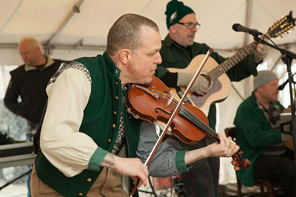 "<div class=""meta image-caption""><div class=""origin-logo origin-image ""><span></span></div><span class=""caption-text"">Pictured: The inaugural Headhouse Irish Festival by Cavanaugh's Headhouse and O'Neals Pub.  (Courtesy: South Street Headhouse District)</span></div>"