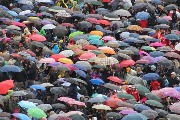 In the morning rain 10s of thousands attended this morning&#39;s papal general audience, umbrellas and all. #6abcRome  <span class=meta>(Action News Executive Producer John Morris &#47; @john_w_morris)</span>