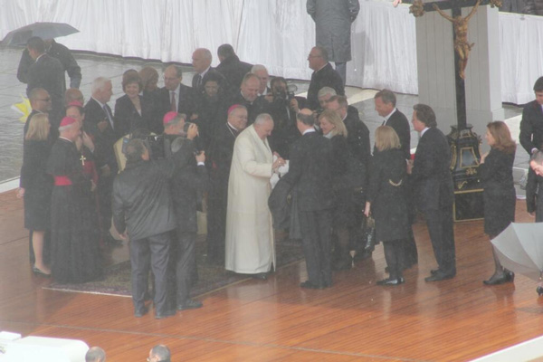 Mayor Nutter and Gov. Corbett to the left as Pope Francis greets other members of the Pa. delegation. #6abcRome <span class=meta>(Action News Executive Producer John Morris &#47; @john_w_morris)</span>