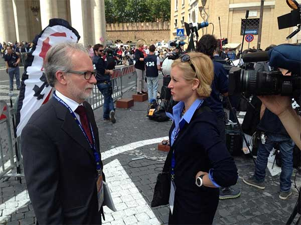 "Action News' Sarah Bloomquist interviews ""Vatican Diaries"" author John Thavis on Saint Peter's Square."