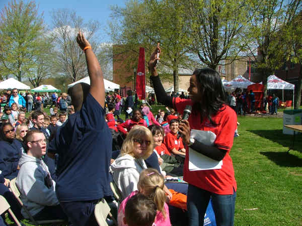 Melissa Magee hosts EarthFest 2013