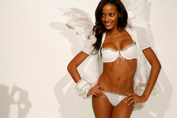 Model Selita Ebanks attends a fitting, Tuesday, Nov. 7, 2006, in New York, for an upcoming Victoria Secret fashion show. According to her Twitter account, Selita, a native of Grand Cayman, was scouted 10 years ago at Six Flags Great Adventure in Jackson, N.J. &#40;AP Photo&#47;Diane Bondareff&#41; <span class=meta>(AP Photo&#47;Diane Bondareff)</span>