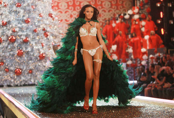 Model Selita Ebanks walks the runway during the Victoria&#39;s Secret fashion show at the Kodak Theatre, Thursday, Nov. 15, 2007 in Hollywood, CA. Selita is best known for her work as a Victoria&#39;s Secret model, but was recently featured in Sports Illustrated and is on the cover of Maxim magazine&#39;s June issue. &#40;AP Photo&#47;Evan Agostini&#41; <span class=meta>(AP Photo&#47;Evan Agostini)</span>