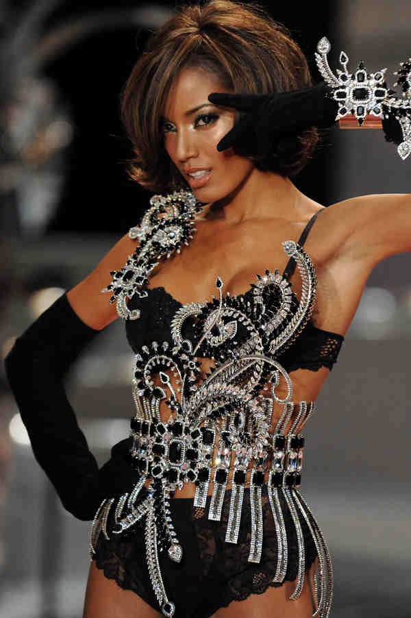 Model Selita Ebanks walks the runway during Victoria&#39;s Secret Fashion Show at the Fontainebleau Miami Beach Hotel on Saturday, Nov. 15, 2008 in Miami Beach. &#40;AP Photo&#47;Evan Agostini&#41; <span class=meta>(AP Photo&#47;Evan Agostini)</span>