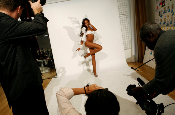 "<div class=""meta ""><span class=""caption-text "">Model Selita Ebanks attends a fitting, Tuesday, Nov. 7, 2006, in New York, for an upcoming Victoria Secret fashion show. (AP Photo/Diane Bondareff) (AP Photo/Diane Bondareff)</span></div>"