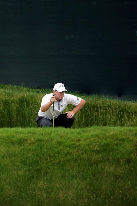 Steve Stricker lines up a putt on the 13th hole during the first round of the U.S. Open golf tournament at Merion Golf Club, Thursday, June 13, 2013, in Ardmore, Pa. (AP Photo/Charlie Riedel)