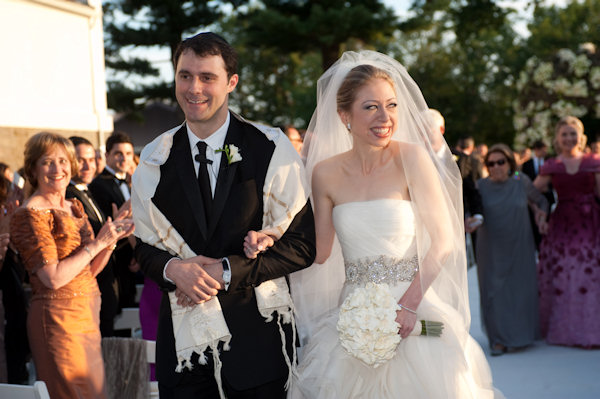 In this photo provided by Genevieve de Manio Photography, Chelsea Clinton and Marc Mezvinsky are seen during their wedding, Saturday, July 31, 2010 in Rhinebeck, N.Y. Chelsea Clinton wed her longtime boyfriend under extraordinary security at an elegant Hudson River estate late Saturday.  <span class=meta>(&#40;AP Photo&#47;Genevieve de Manio &#41;)</span>