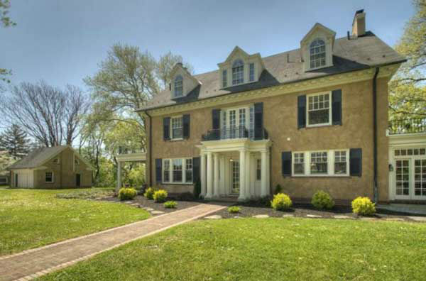 "<div class=""meta ""><span class=""caption-text "">Taylor Swift?s childhood home in Wyomissing, Pa. is now on the market for $799,500.</span></div>"
