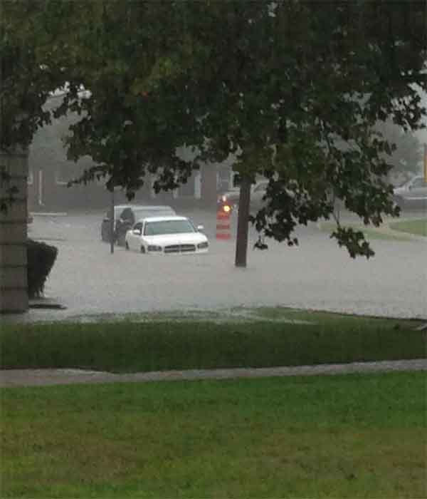 "@Lavinialives tweeted us this picture, saying, "" @6abc Flooding here in Haddonfield, NJ"""