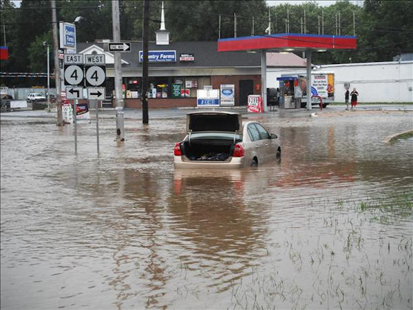 "<div class=""meta ""><span class=""caption-text "">This is on Route 4 down my street in Stanton, Delaware.  Looks like a lake... very deep.  Viewer photo of damage from Hurricane Irene submitted through sendit.6abc.com</span></div>"