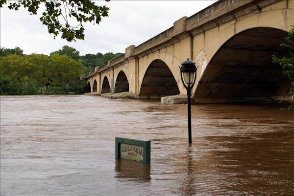 "<div class=""meta ""><span class=""caption-text "">Sunday morning view of Schuylkill river banks in Philadelphia, PA  Viewer photo of damage from Hurricane Irene submitted through sendit.6abc.com</span></div>"