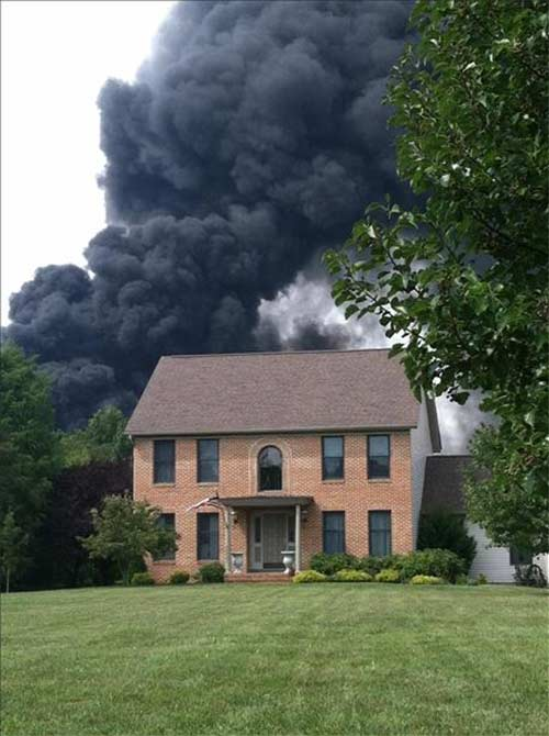 "<div class=""meta image-caption""><div class=""origin-logo origin-image ""><span></span></div><span class=""caption-text"">Amy Wilson snapped this photo of the Delanco, New Jersey warehouse fire</span></div>"