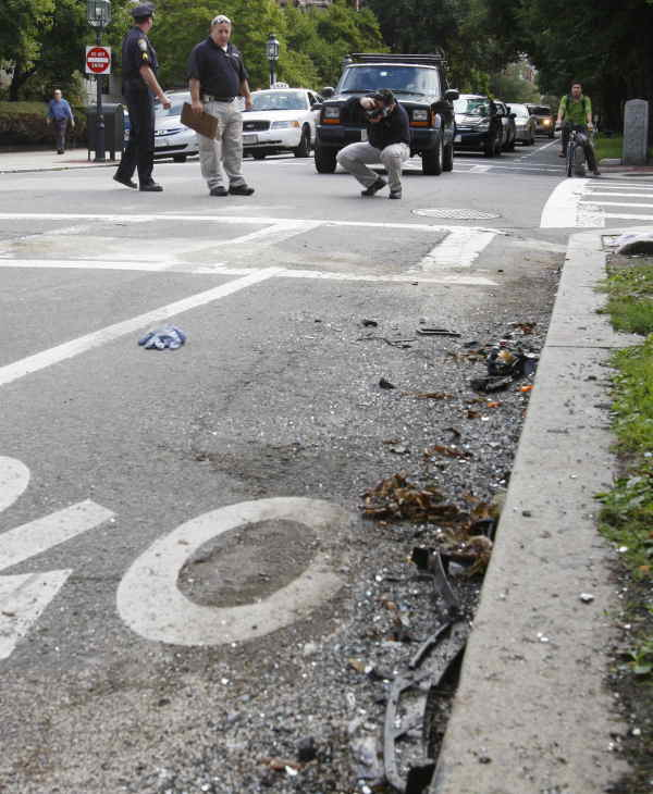 Boston police crime scene reponse officers investigate the scene of an early morning automobile accident involving New England Patriots quarterback Tom Brady in Boston, Thursday, Sept. 9, 2010.  <span class=meta>(AP Photo&#47;Bill Sikes)</span>