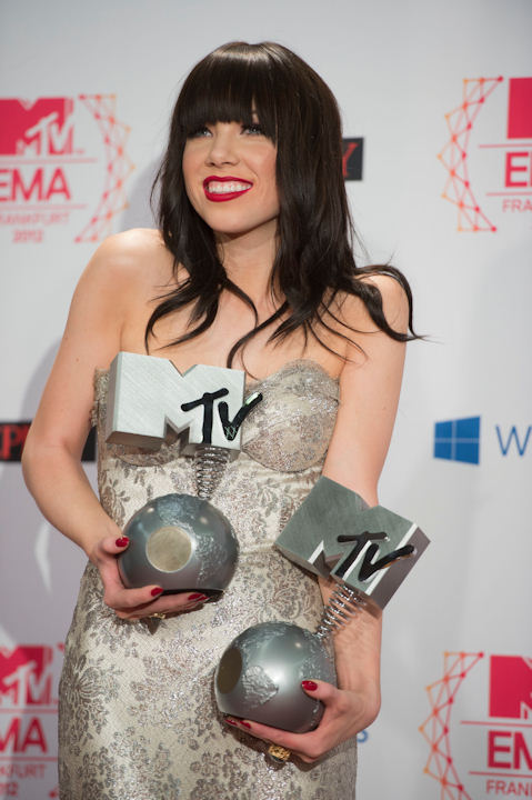 Carly Rae Jepsen posing on 11.11.12 at the 19th MTV Europe Music Awards 2012 in Frankfurt. Photo: Thomas Lohnes / DAPD