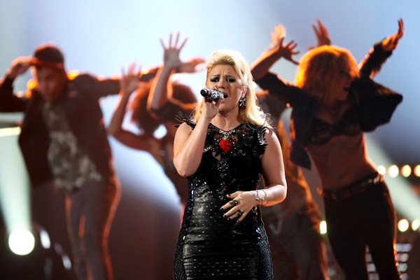 "<div class=""meta ""><span class=""caption-text "">Kelly Clarkson performs a medley of her songs at the 40th Annual American Music Awards on Sunday, Nov. 18, 2012, in Los Angeles.(Photo by Matt Sayles/Invision/AP) </span></div>"