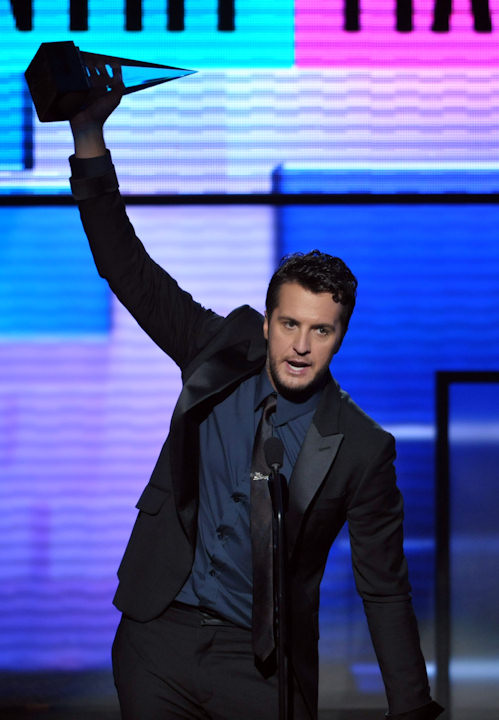 "<div class=""meta ""><span class=""caption-text "">Luke Bryan accepts the award for favorite male artist - country at the 40th Anniversary American Music Awards on Sunday, Nov. 18, 2012, in Los Angeles. (Photo by John Shearer/Invision/AP)  </span></div>"
