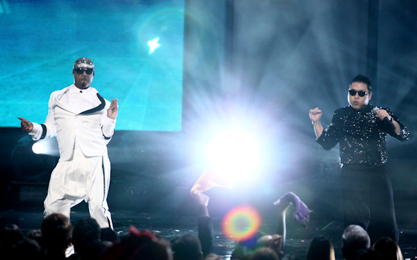 MC Hammer, left, and Psy perform at the 40th Anniversary American Music Awards on Sunday, Nov. 18, 2012, in Los Angeles. (Photo by Matt Sayles/Invision/AP)