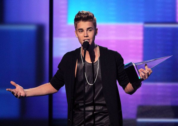 "<div class=""meta ""><span class=""caption-text "">Justin Bieber accepts the award for favorite male artist - pop/rock at the 40th Annual American Music Awards on Sunday Nov. 18, 2012, in Los Angeles. (Photo by John Shearer/Invision/AP) </span></div>"